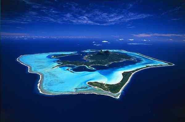 南国ボラボラ島でシュノーケリング、ポリネシアンダンスを満喫♪
