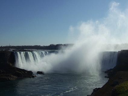 ナイアガラの滝へ!カナダ滝とアメリカ滝を満喫の観光ガイド