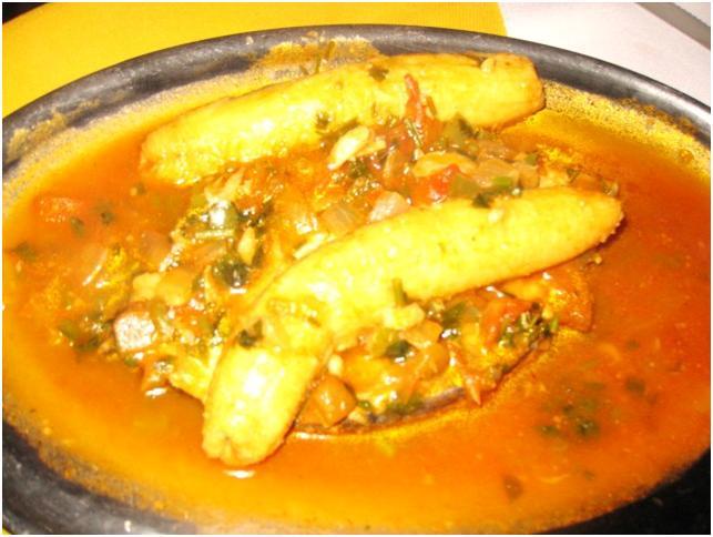 パラチーはレストランの料理もカラフル!魚の上にバナナが乗っている料理