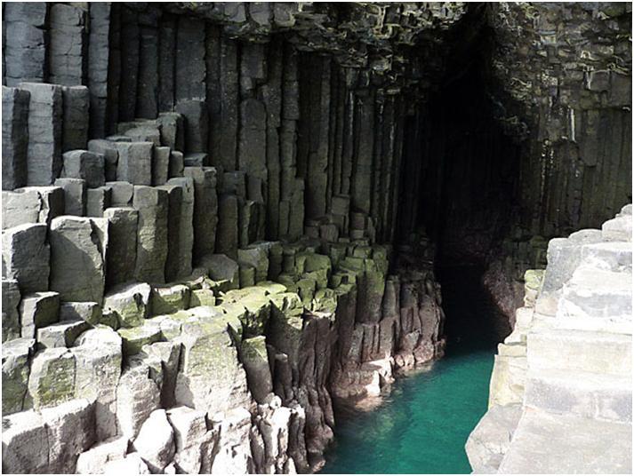 フィンガルの洞窟でドキドキ洞窟探索♪スタファ島へGo!