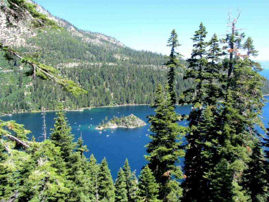 タホ湖でキャンプを満喫♪青く澄み切った湖でトレイルや水上アクティビティも♪