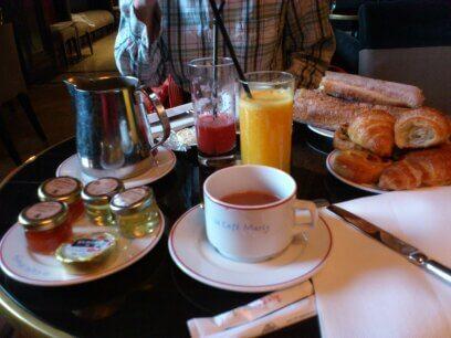 ルーブル美術館の朝食