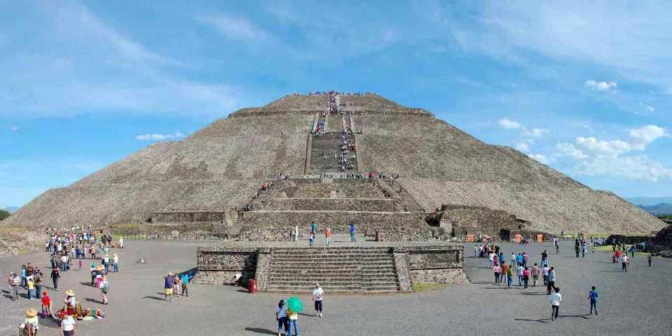 テオティワカンにそびえ立つ太陽ピラミッド!神々の都市は必見!!