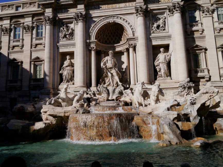 【サン・ピエトロ広場~ベルサイユ宮殿】イタリア・フランス新婚旅行のおすすめスポット10選!