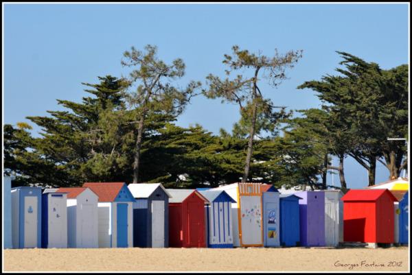 浜辺のシンボル!カラフルなキャビネット