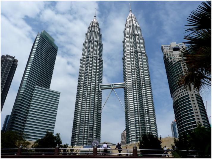 ペトロナス・ツインタワーで、近代化が進むマレーシアを実感!