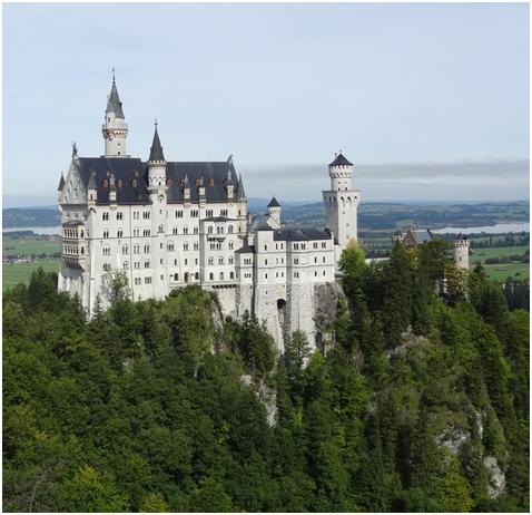 ノイシュバンシュタイン城☆ディズニーランドの眠れる森の美女の城のモデルです♪
