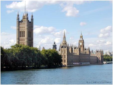 テムズ川からのぞむ、イギリスロンドン古所の旅♪