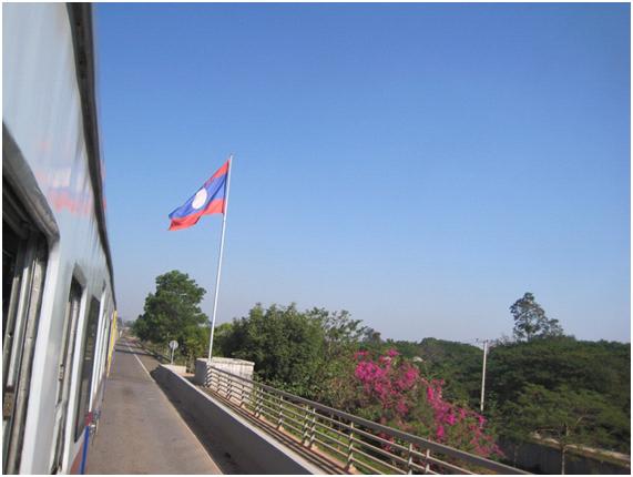 ビエンチャンへバンコクから陸路で行く列車の旅♪