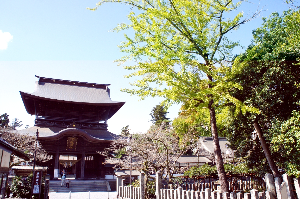荘厳な印象の阿蘇神社/熊本県
