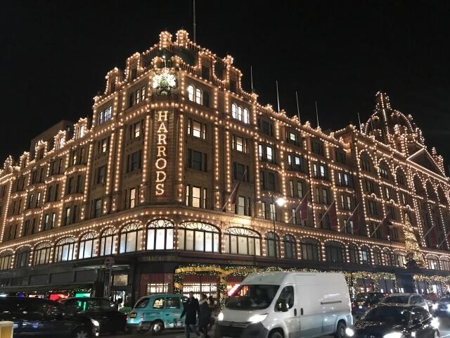 ロンドンの高級デパート ハロッズの夜景