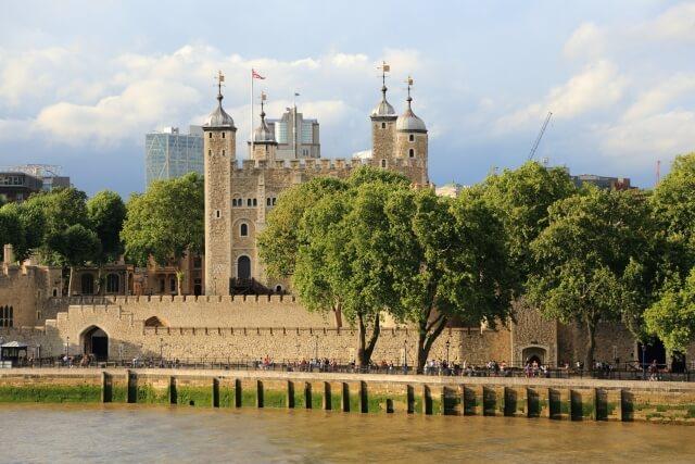 ロンドン塔はロンドン最古の建物