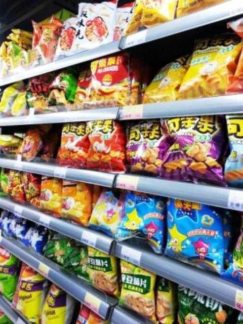 台北市内のスーパーのおかし