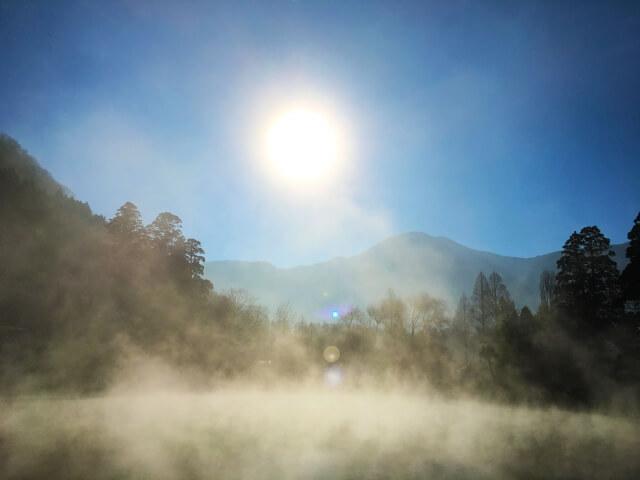 女子旅・カップルで大分・湯布院観光 金鱗湖の朝霧の条件は?