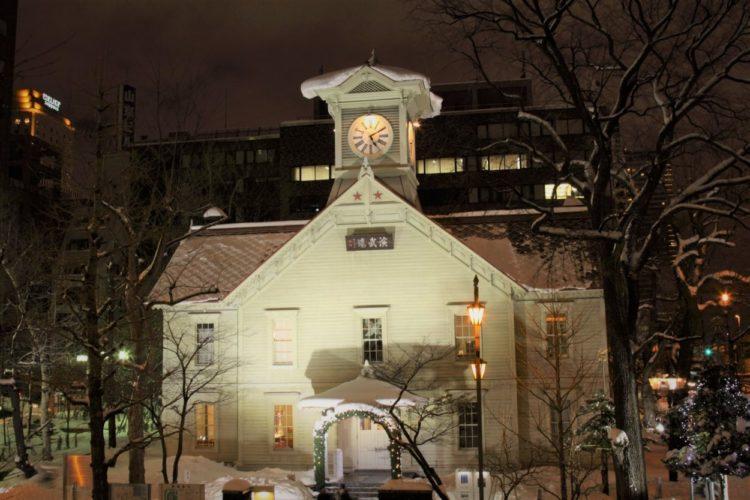 北海道の象徴「札幌時計台」の歴史と観光のポイント