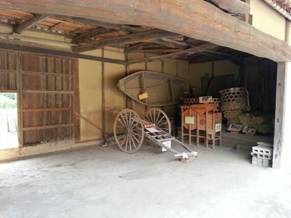 浦和くらしの博物館民家園の昔の農機具