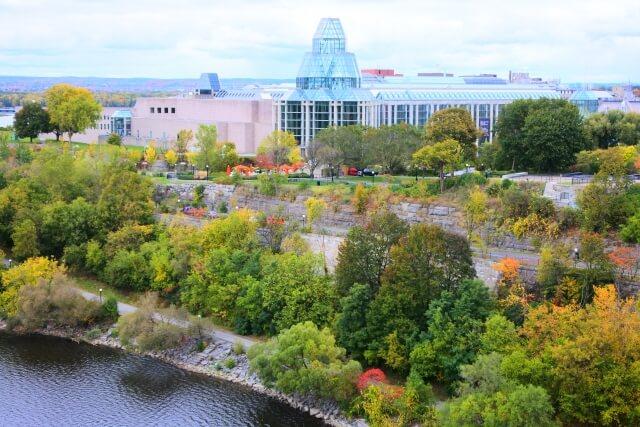 メジャーズ・ヒル・パークとカナダ国立美術館