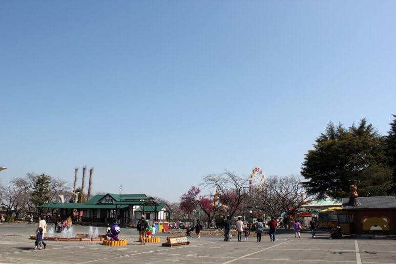 ファミリーランドむさしの村(埼玉県加須市)の広場