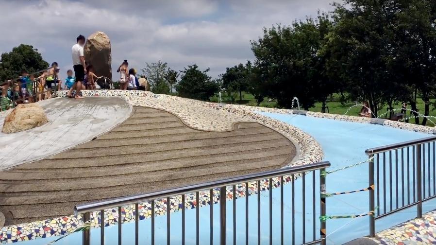 舎人公園のじゃぶじゃぶ池「浮球の池」の画像