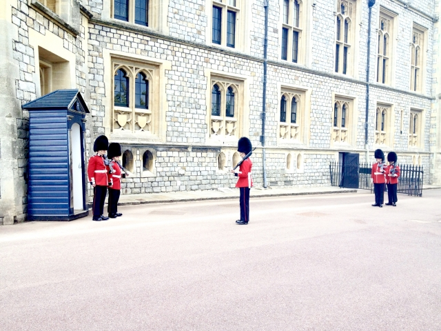 ウィンザー城の衛兵交代式の時間と場所
