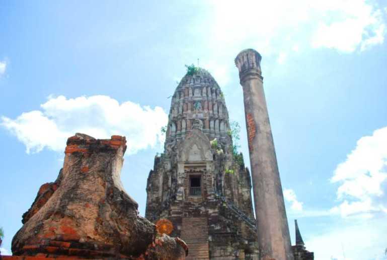 ワット・ヤイ・チャイ・モンコンの仏塔