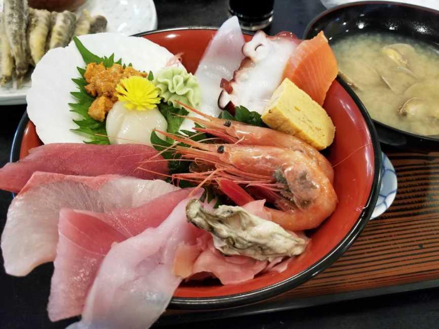 目の前の太平洋でとれた海の幸!那珂湊の海鮮丼