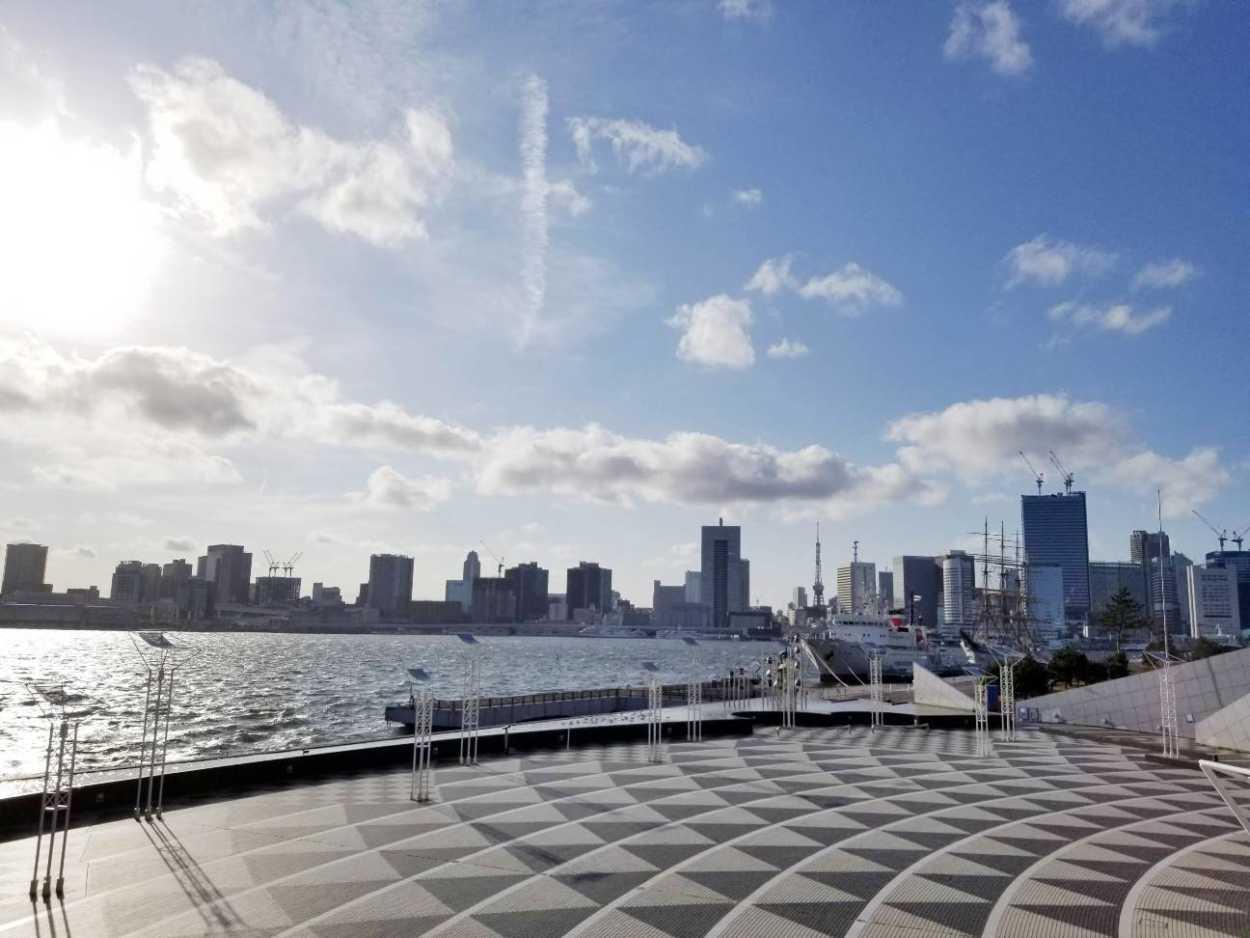 昼間の晴海埠頭客船ターミナルは東京の臨海の解放感