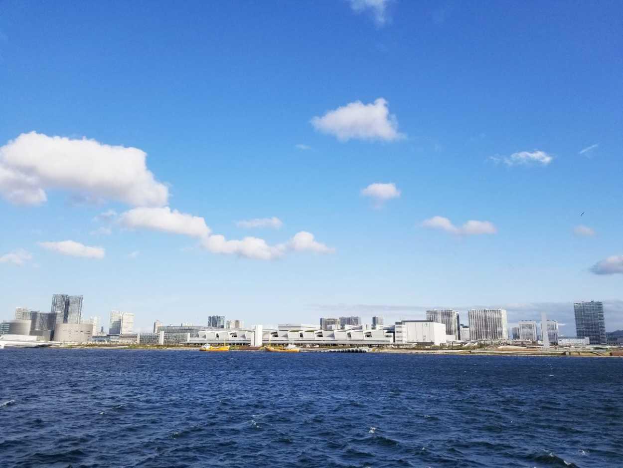晴海埠頭から豊洲の新市場が見える