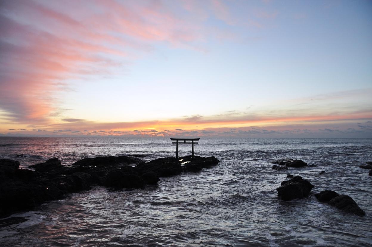大洗磯前神社 岩礁に立つ神磯の鳥居