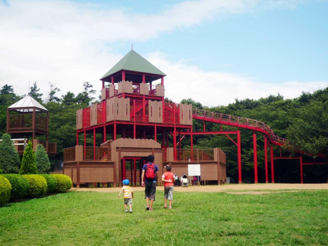 アンデルセン公園は、ワンパク王国ゾーンのワンパク城の大型滑り台へ