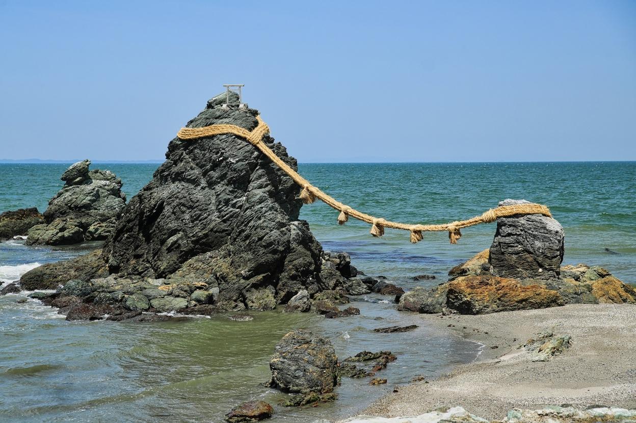 仲良く並んだ伊勢の夫婦岩