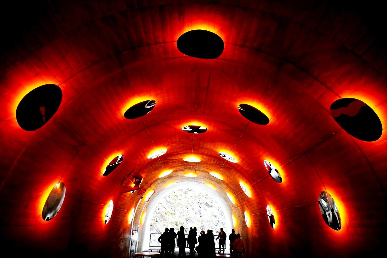清津峡渓谷トンネルは現代的なアートとバリアフリー