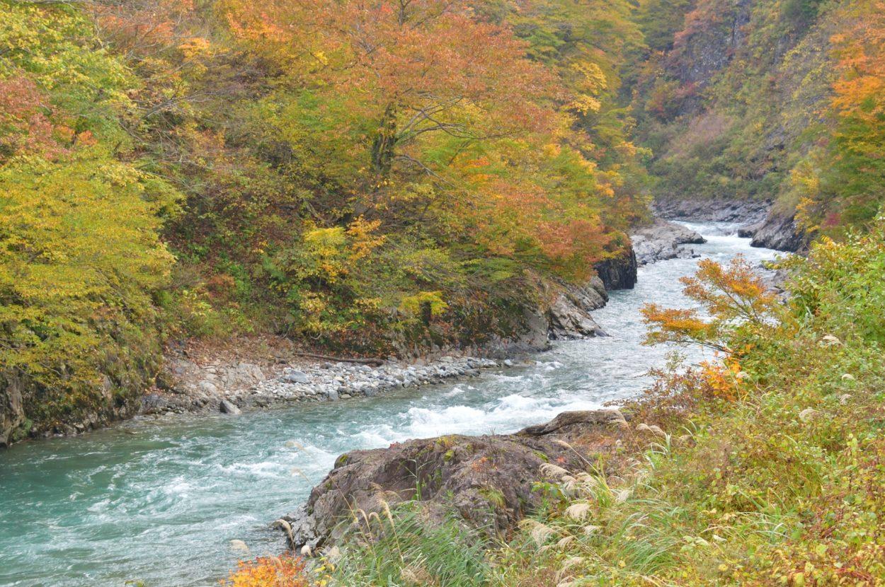 清津峡の絶景 夏は涼しく、秋は紅葉、冬も雪景色も