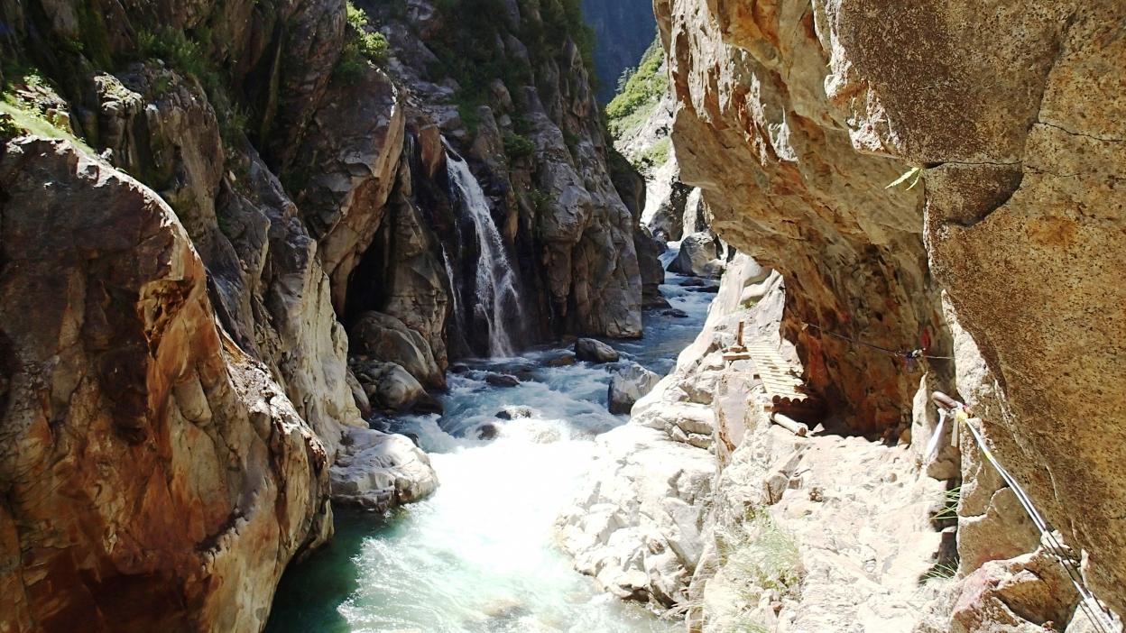 日本三大峡谷「黒部峡谷」 富山県黒部市